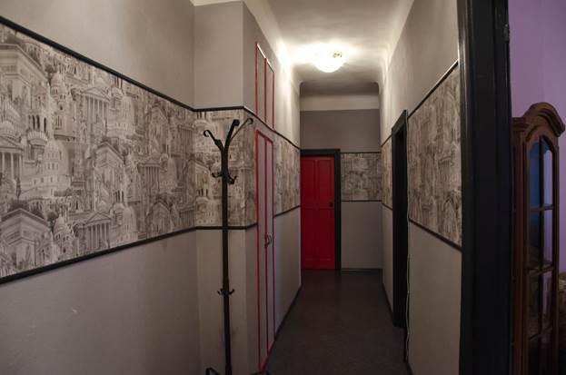 обои в коридоре фото комбинированные