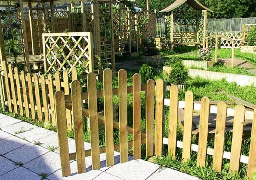 Декоративный забор на огороде своими руками