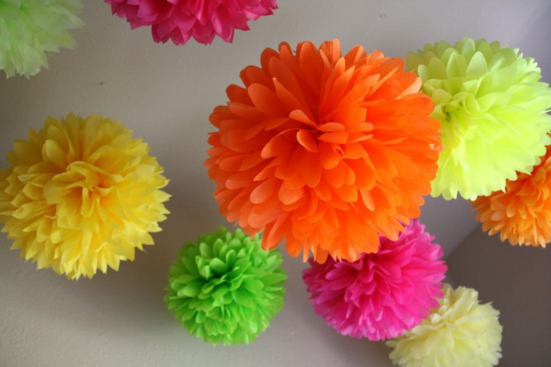 Объемные цветы из салфеток своими руками для украшения зала