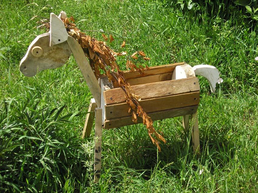 Фото деревянные поделки для дачи
