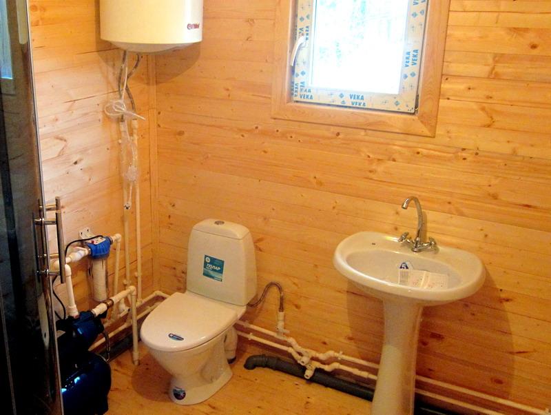 Тёплый туалет в деревенском доме своими руками