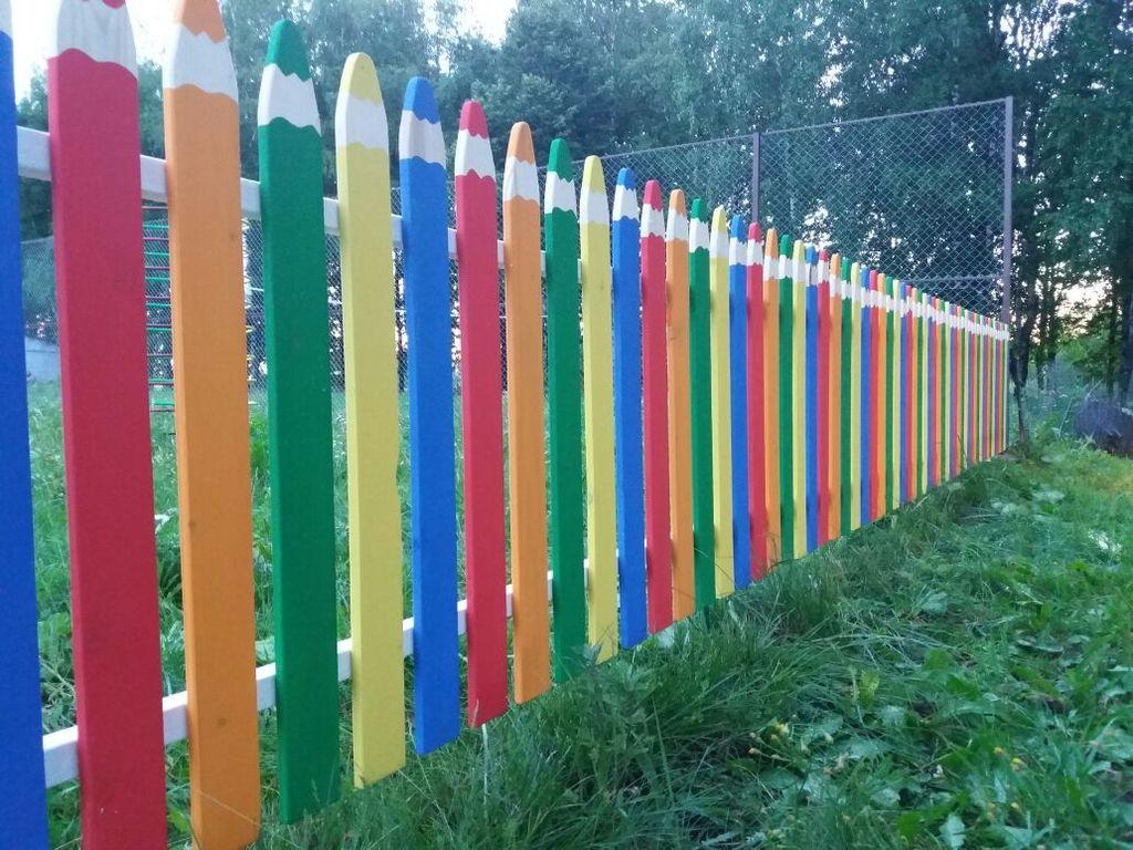 Забор из карандашей нарисованный