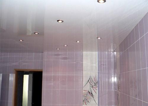 Натяжной потолок: глянцевая поверхность с усиленным блеском