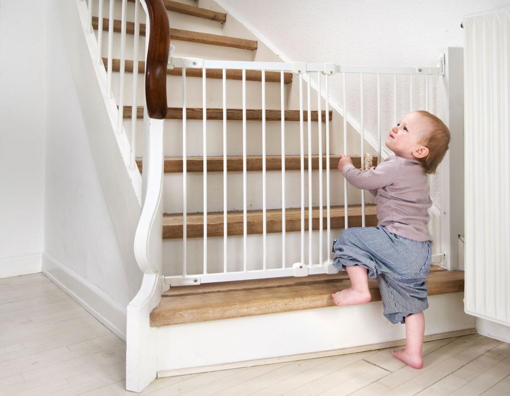 Как сделать ворота безопасности для ребенка