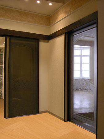 Зeркaльныe рaздвижныe межкомнатные двери
