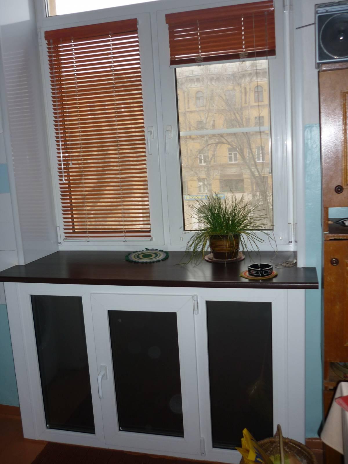 Шкаф под окном на кухне в хрущевке