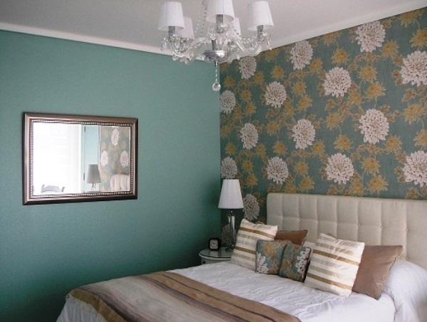 комбинированные обои в спальне фото дизайна