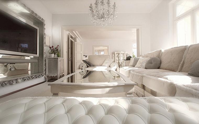 Белые обои в интерьере гостиной + фото