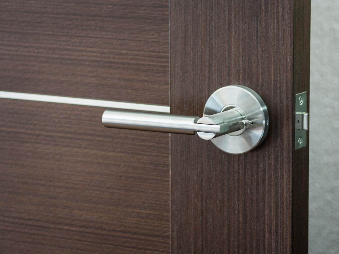 Как установить ручку на межкомнатную дверь