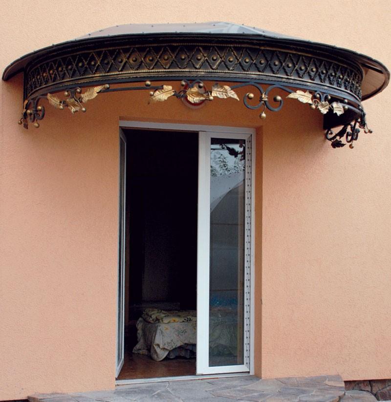 Временный козырек над дверью