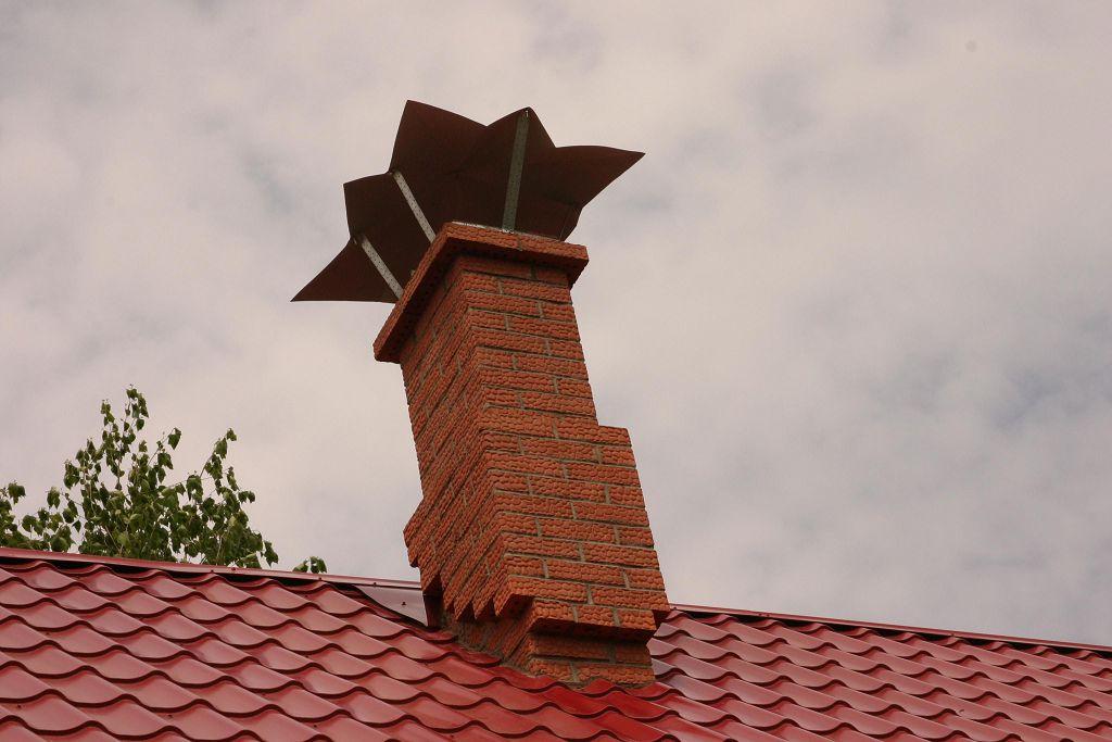 Как заделать металлическую трубу на крыше бани