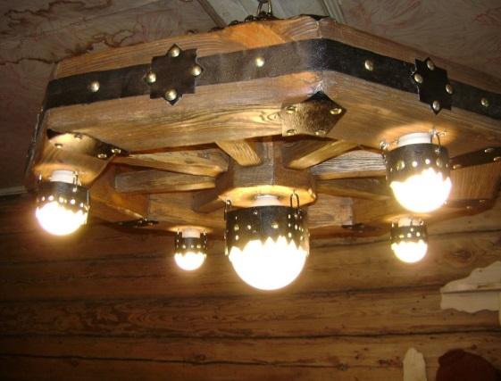15 Светильник из деревянных брусков