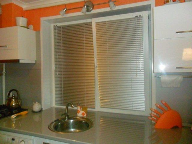 Жалюзи на кухню + фото