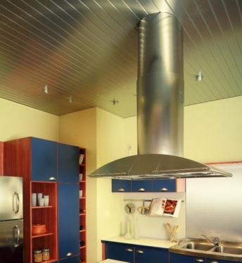 Потолок на кухне реечный