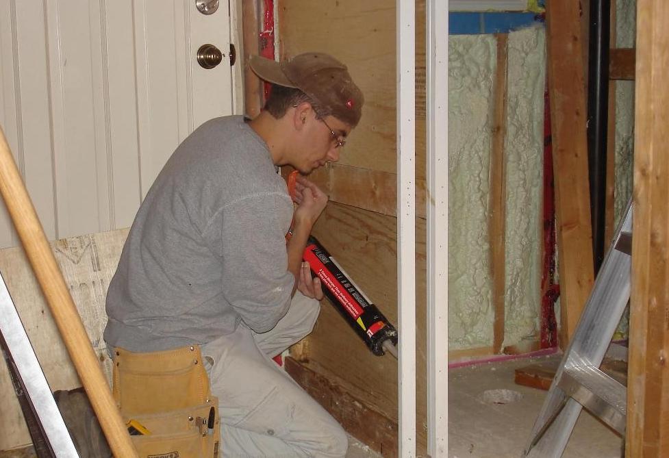 Как утеплить дверь в бане своими руками правильно?
