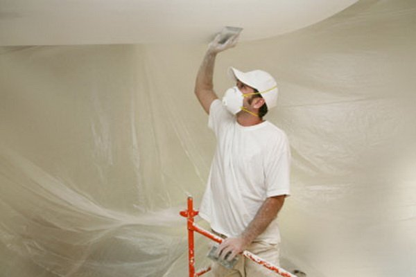 Чем на кухне побелить потолок