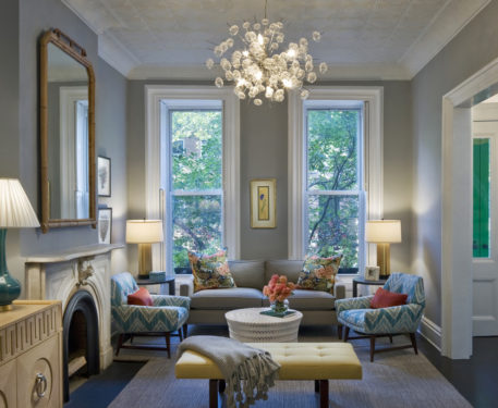 Круглые люстры и асимметричные в интерьере квартиры