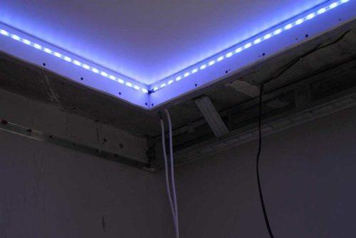 Подсветка потолка светодиодной лентой