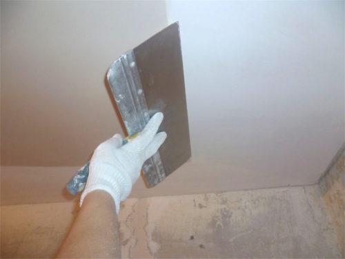 Как правильно красить потолок водоэмульсионной краской валиком