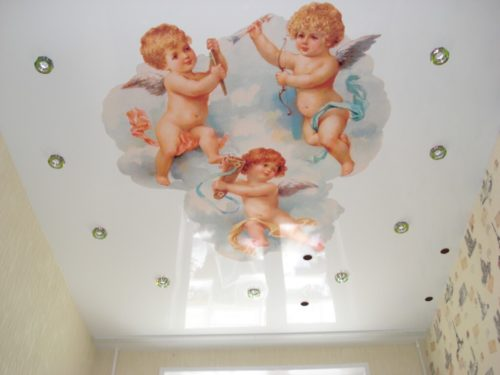 Натяжной потолок с узором