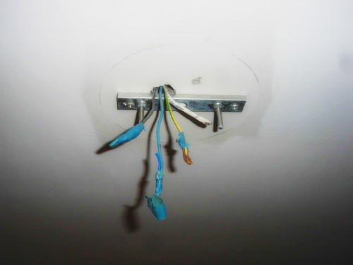 Как повесить люстру на потолок из гипсокартона