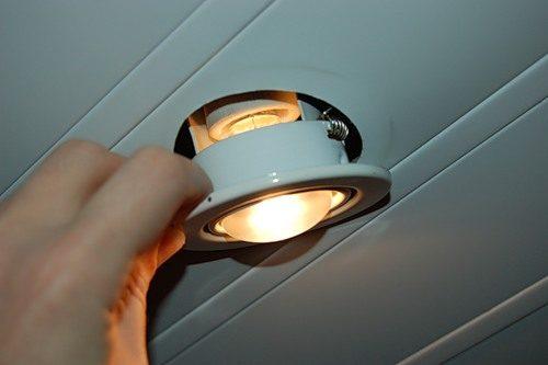 Как снять светильник с натяжного потолка
