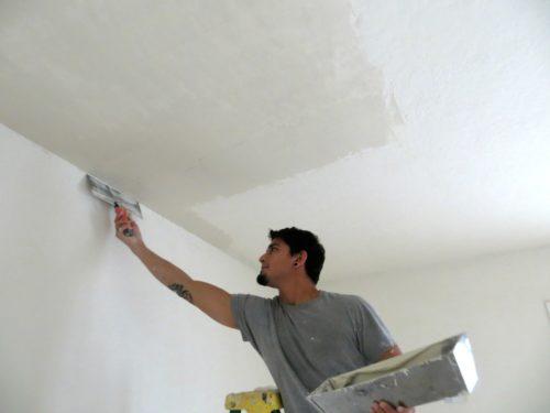 Как выровнять потолок своими руками