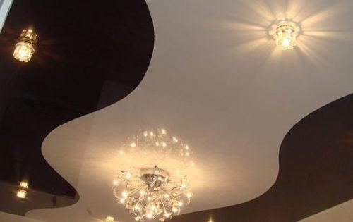 Двухцветные натяжные потолки: фото
