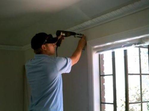 Как повесить рулонные и римские шторы