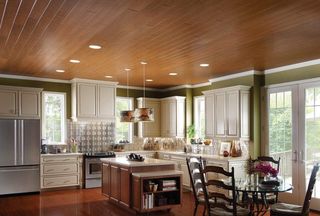 Потолок из вагонки на кухне фото