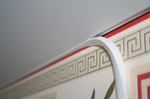 Как снять потолочный плинтус с натяжного потолка