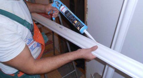 Как приклеить потолочный плинтус к натяжному потолку