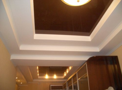 Коричневый натяжной потолок