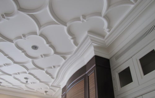 Лепнина на потолке