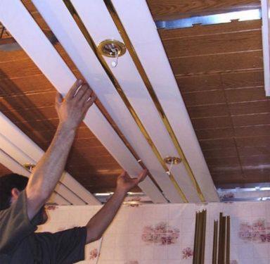 Демонтаж реечного потолка