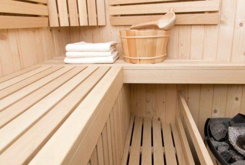 Полки в баню своими руками: варианты из липы, осины, фото