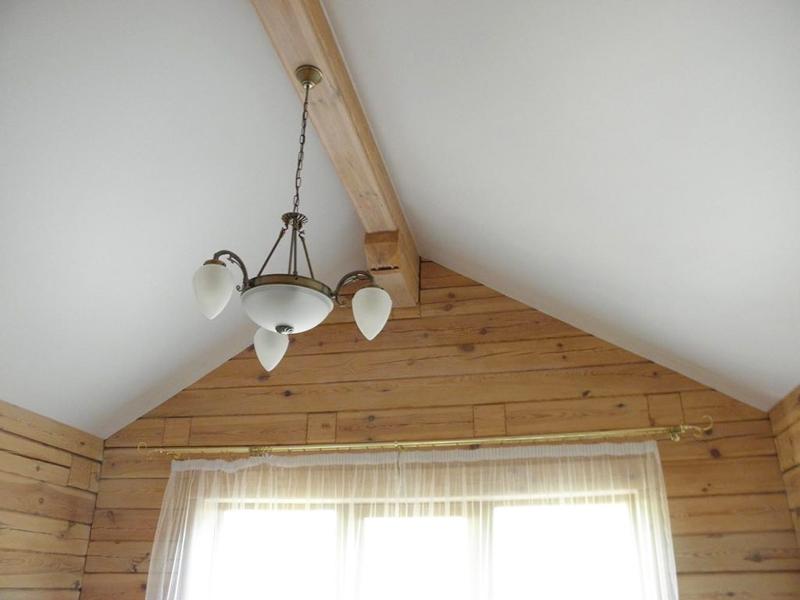 Натяжные потолки в маленьких комнатах