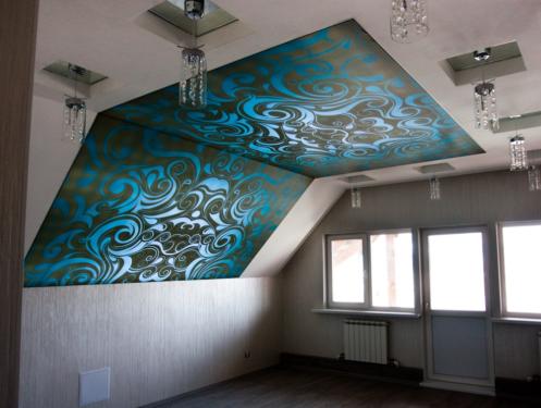 Натяжной потолок на мансарде