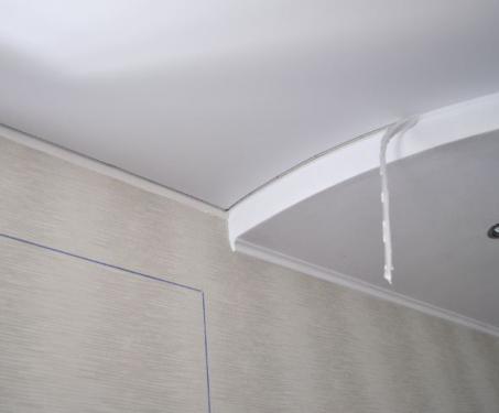 Натяжной потолок без плинтуса: фото
