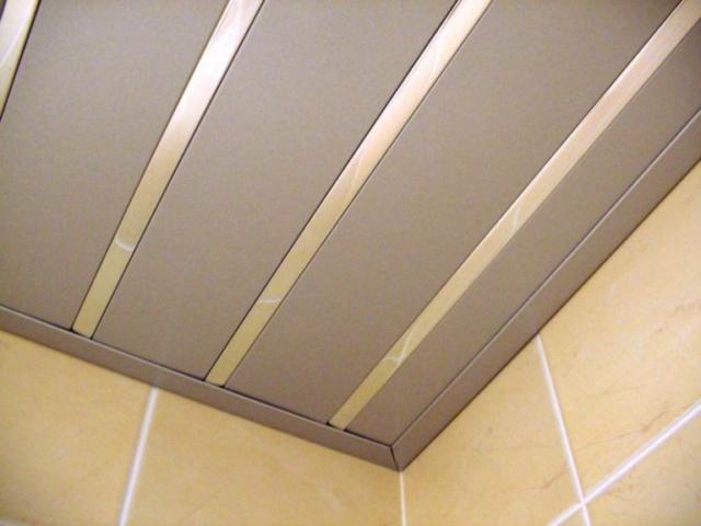 Реечный алюминиевый подвесной потолок