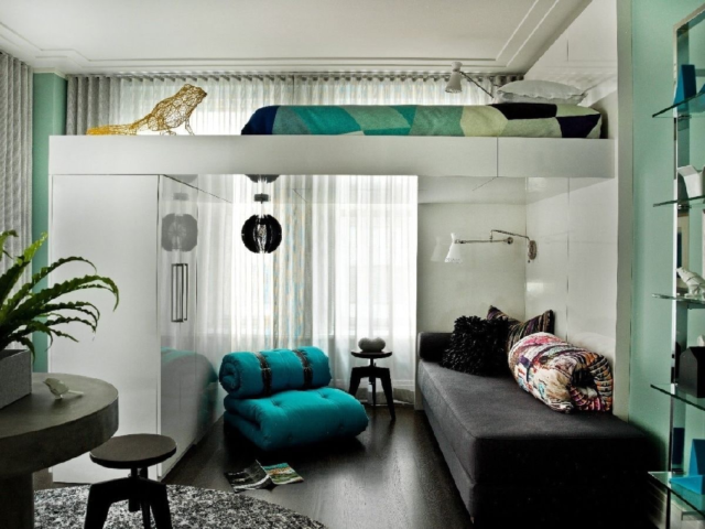Кровать под потолком