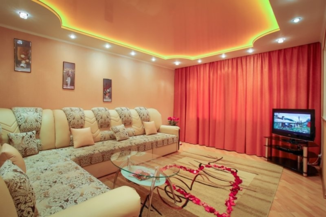 Потолок в гостиной: дизайн, фото