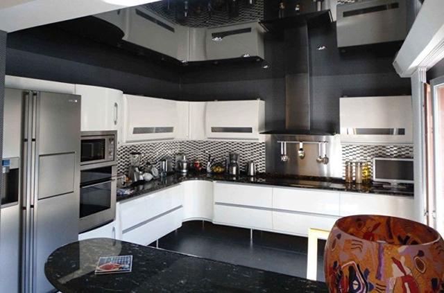 Натяжной потолок на кухне дизайн, фото, виды