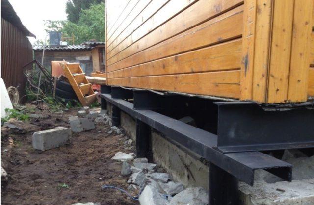 Замена свай и фундамента на сваи под деревянным домом