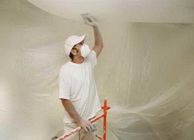 Как смыть водоэмульсионную краску с потолка и обновить потолок